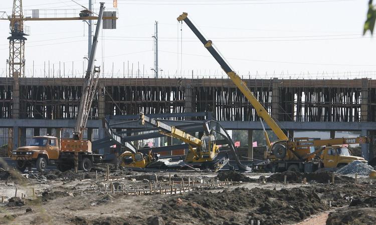图文:长春市1栋正在施工的厂房突然坍塌