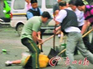 男子当街刺死警察砸警车 与狙击手对峙中枪 - 几度夕阳红 -