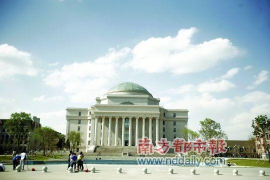 长春1所高校建图书馆被指堪比白宫(图)