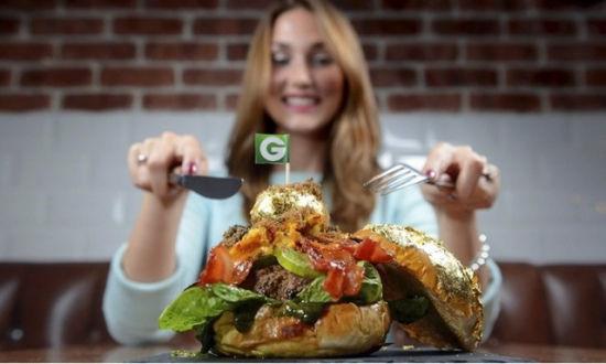 世界最贵汉堡售价上千英镑 饰以金箔鱼子酱(图)