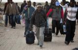 一群加纳人穿过利比亚边境抵达