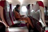 法国女摄影师西莫妮赤裸搭飞机