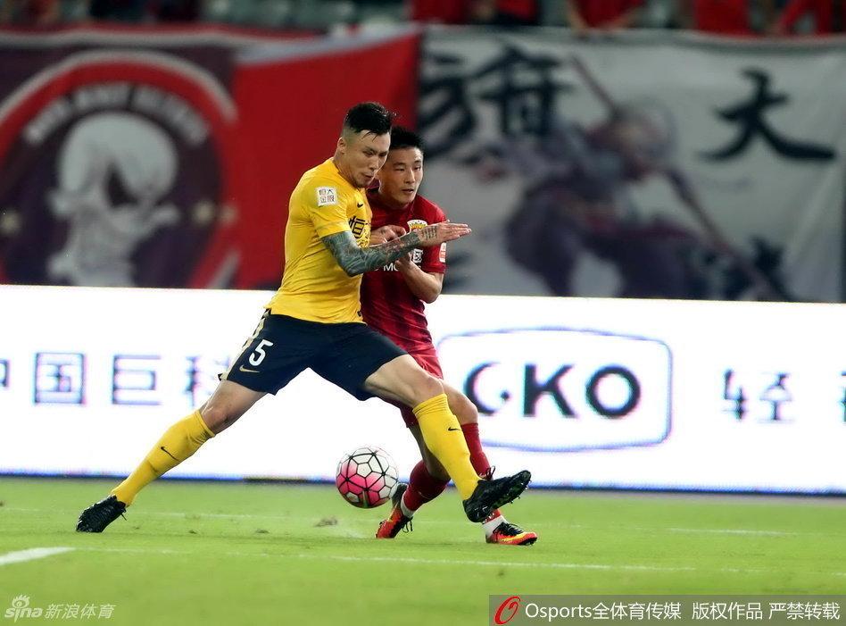 沪媒:裁判过于纵容恒大球员 上港拿1分也有收获