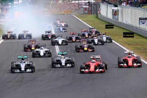 图文-F1匈牙利站正赛 发车后两部法拉利超越对手