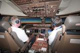 波音747-8客机驾驶舱全貌