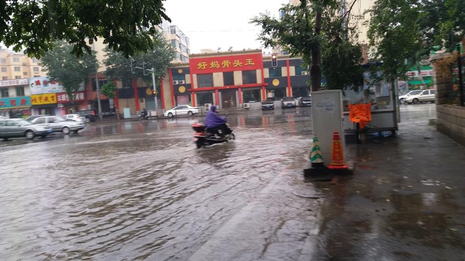 沈阳启动防汛红色预警 水深25厘米道路封闭管制
