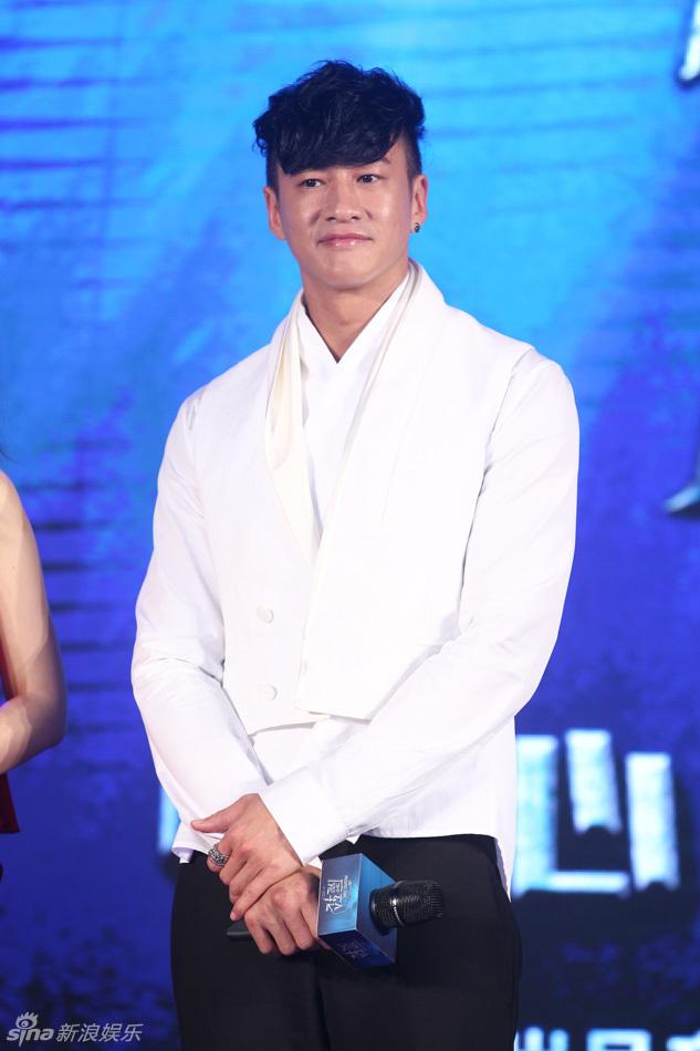 何润东出席上海电影节