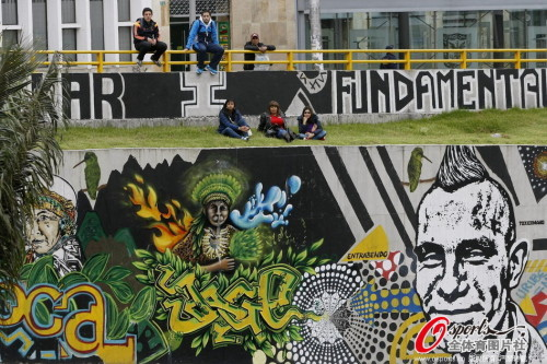 高清图-哥伦比亚国内球迷欢庆首胜