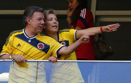 高清图-哥伦比亚总统夫妇观战
