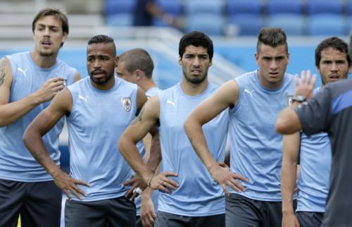 高清图-乌拉圭队备战意大利