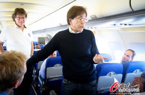 比利时首相迪吕波抵达巴西利亚观赛