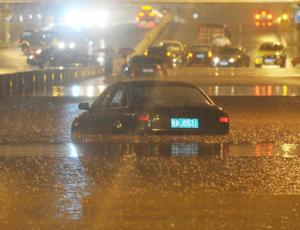 南昌昨晚降暴雨多处被淹