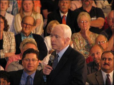 纽约时报:麦凯恩欲引起公众对奥巴马怀疑