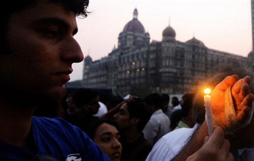印度孟买万名市民游行抗议政府反恐不力