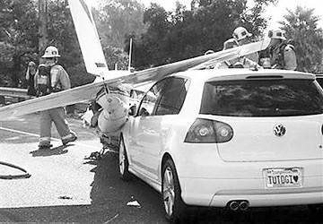 美一小型飞机迫降高速公路