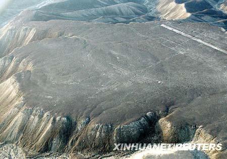 秘鲁一架小型飞机坠毁7人丧生(组图)