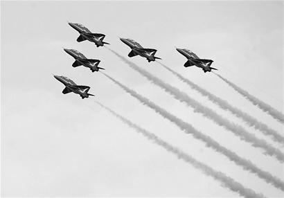 """这是""""红箭""""飞行表演队近40年来首次发生飞机相撞事件"""