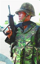 """泰国军队开始驱散""""红衫军"""""""