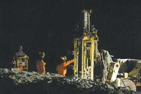 智利被困矿工有望提前两月获救
