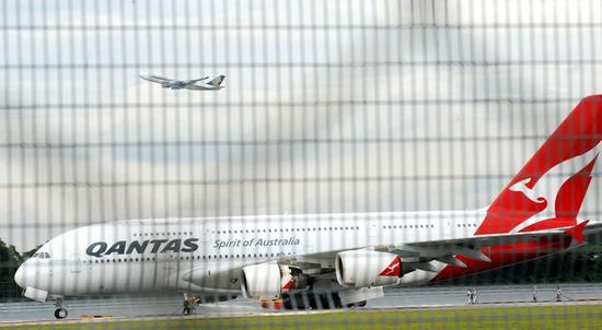 澳航A380飞机因引擎故障在新加坡迫降