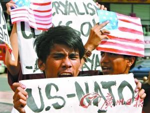 """主战派:卡扎菲军事行动是""""人道主义灾难"""""""