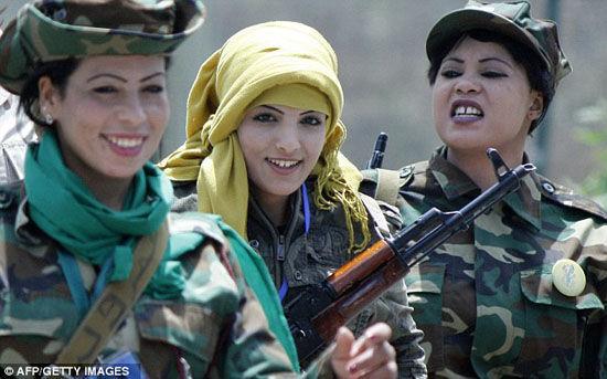 尼斯蕾恩和她的战友(尼斯蕾恩居中)  图片来源:中新网