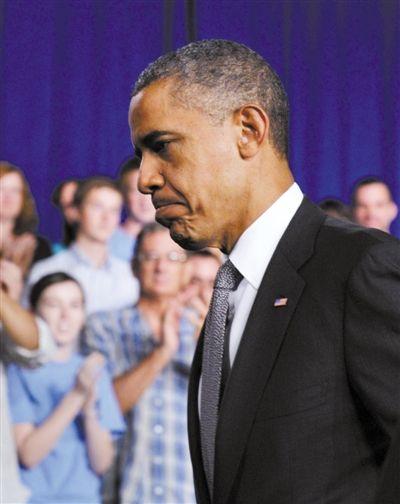 20日,奥巴马就枪杀案发表讲话,表情悲痛。