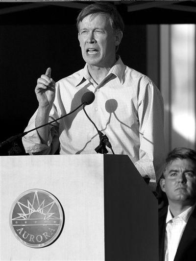 科罗拉多州州长在悼念活动上讲话。图/东方IC