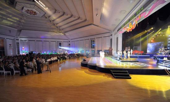 7月27日,朝鲜举行停战60周年纪念晚会。