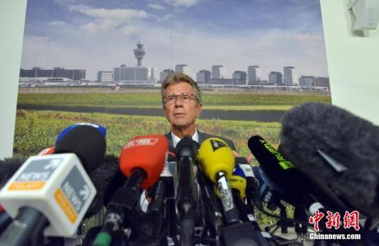 资料图:马来西亚区航空公司18日举行新闻发布会,通报MH17航班坠机事件的最新进展。中新社发 龙剑武 摄