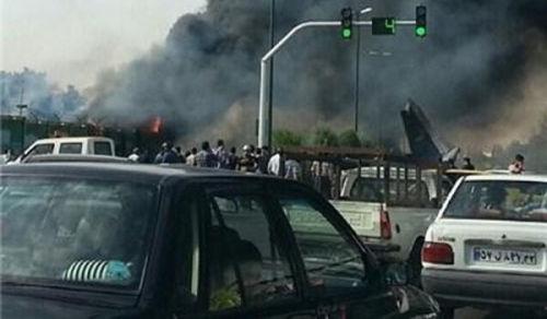 伊朗机场方面称,机上载有40名乘客和8名机组人员。机场方面说,飞行员在驾驶客机滑行至跑道尽头时,飞机的右舷部位发动机出现故障,起飞几秒后即坠毁。