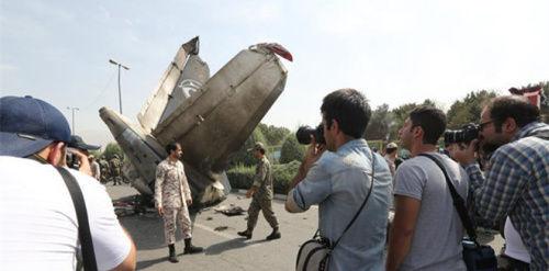 一架客机起飞后在伊朗首都德黑兰梅赫拉巴德机场附近坠毁。