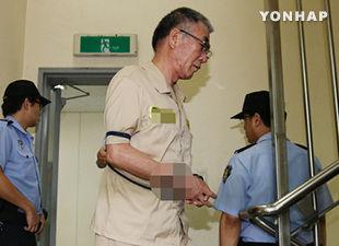 """韩国 """"世越号""""船长李俊锡在沉船事故发生后,首次在法庭上接受了审讯。"""