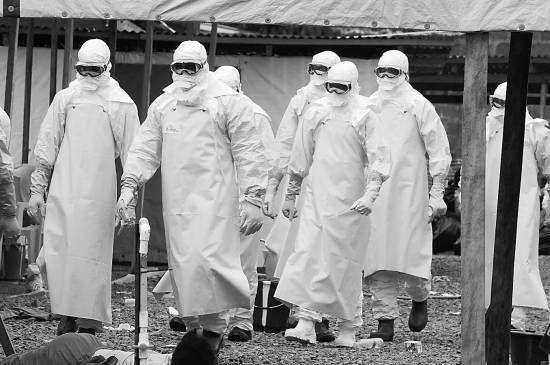 """当地时间2014年8月30日,利比里亚蒙罗维亚,""""无国界医生""""组织运营的埃博拉治疗医院。今年以来,利比里亚遭受埃博拉疫情重创,目前已有624人死亡。DOMINIQUE"""