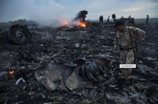 资料:马航客机坠毁现场。