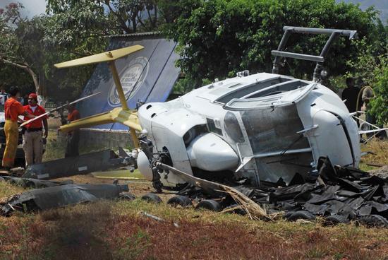 2008年4月18日,墨西哥空军的一架直升飞机在墨西哥米却阿肯州坠毁,造成11名军人死亡和1人受伤。   这架直升飞机运送军人参加在该地区打击贩毒的行动,飞机发生机械故障,未能实现强迫着陆。飞机在圣马科斯市东部坠毁,遇难者和伤员被送到附近的医疗中心。