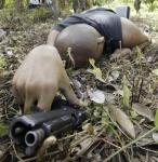 图文:泰国手持武器的男子被击毙