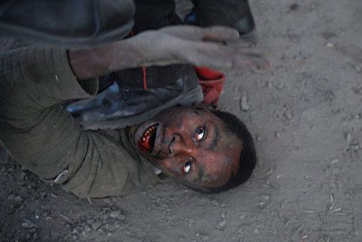 组图:突发新闻组照一等奖-肯尼亚选举后的暴乱(3)