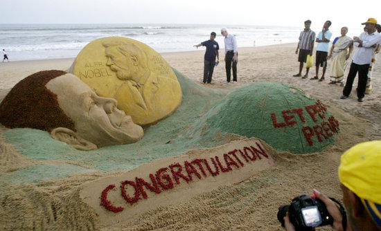 图文:印度艺术家创作沙雕祝奥巴马获诺贝尔奖