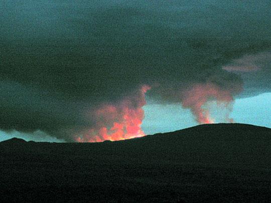 组图:刚果(金)尼亚穆拉吉拉火山爆发