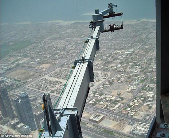 世界第一高楼迪拜塔清洁一次需3个月(组图)