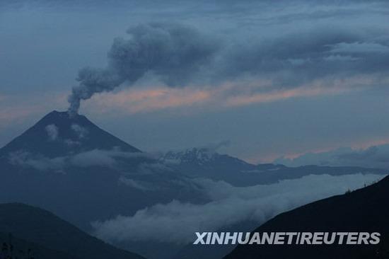 组图:厄瓜多尔通古拉瓦火山喷发