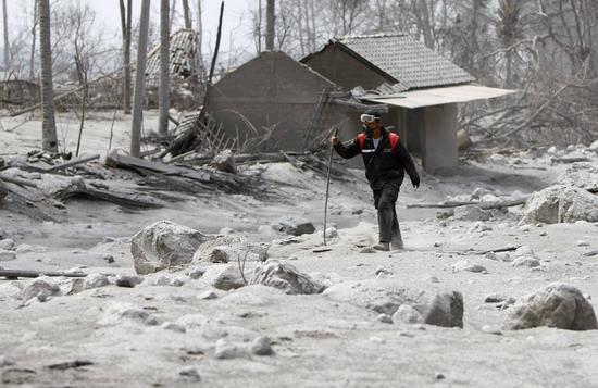 印尼默拉皮火山喷发致151人死亡(组图)