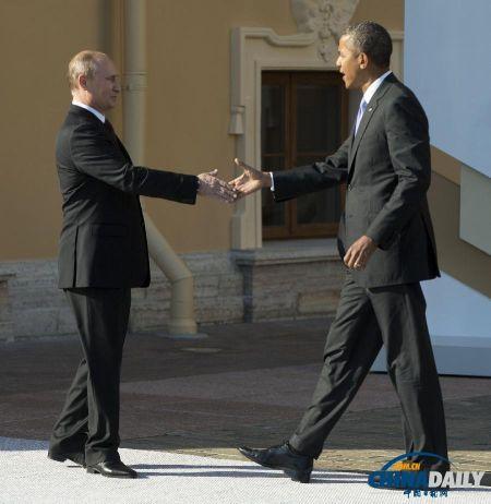 奥巴马和普京在康斯坦丁宫见面握手
