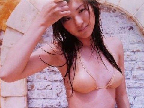 日本美女主播被批衣着暴露