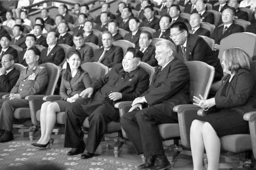 观看_金正恩和古巴代表团7日观看了牡丹峰乐团的演出