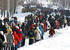 暴雪肆虐后鞍山百万市民徒步上班