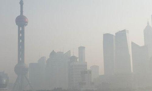 雾霾中的上海东方明珠电视台