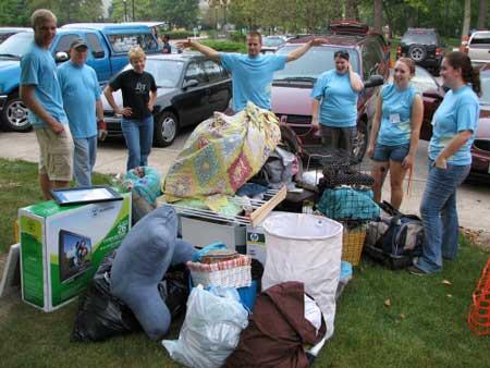 看我们的行李堆