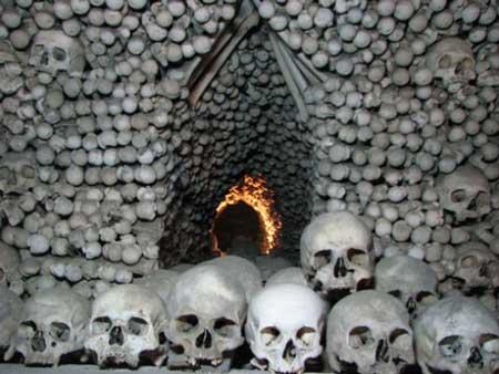 骷髅装饰的教堂